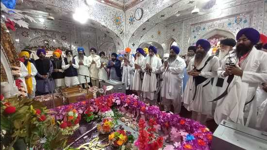 A Sikh jatha from India offer prayers at Gurdwara Panja Sahib in Pakistan's Hasan Abdal city on Wednesday. (HT Photo)