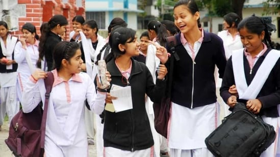 Karnataka was among the few states, which had last year successfully conducted the 10th class and second year pre- university exams even when the coronavirus cases were at it peak.(HT file)