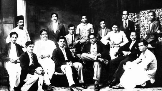 Babasaheb Amedkar (seated, front row, third from right) with members of the Samaaj Samata Sangh in Bombay in 1927. (Inset) Shridhar Balwant Tilak, son of Lokmanya Bal Gangadhar Tilak. (HT PHOTO)
