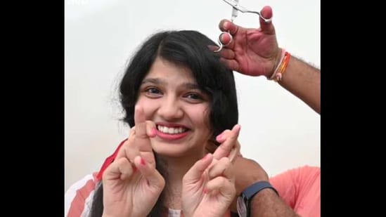Nilanshi Patel cut her long hair after 12 years.(Facebook/@Guinness World Records)