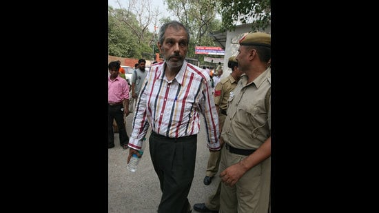 Kobad Ghandy being taken for a medical check up in New Delhi on 30September, 2009 during his incarceration. (Sonu Mehta/HT)