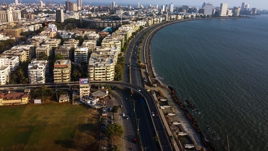 Marine Drive deserted during increased curbs to check the spread of Covid-19 in Mumbai, India, on Friday, April 16, 2021. (Photo by Pratik Chorge/Hindustan Times)