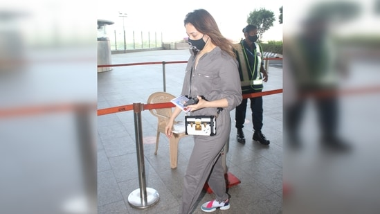 The actor added a hint of feminine touch to the look with a Louis Vuitton side sling bag.(Varinder Chawla)