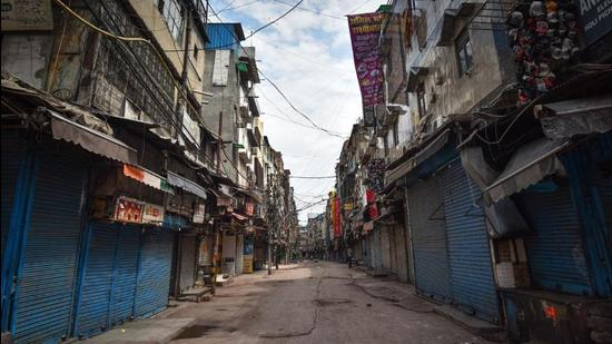 Earlier, the lockdown was declared from April 9 to April 19 and as per the order issued by the district collector the lockdown will now be extended till April 26. (HT PHOTO.)