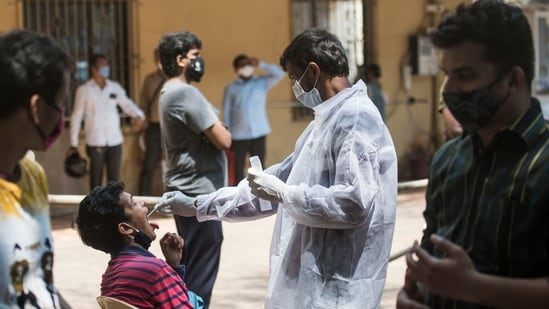 Mumbai, India - April 18, 2021: Healthcare worker during swab test of the people at Shivajipark,Dadar in Mumbai, India, on Sunday, April 18, 2021. (Photo by Pratik Chorge/Hindustan Times)(Pratik Chorge/HT Photo)