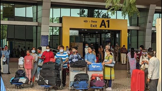 Passengers have complained about not getting their test reports once they step out of the airport on time while others have claimed that passengers are not even asked for negative reports which are mandatory for people coming from Delhi and the most infected states (HT FILE PHOTO)
