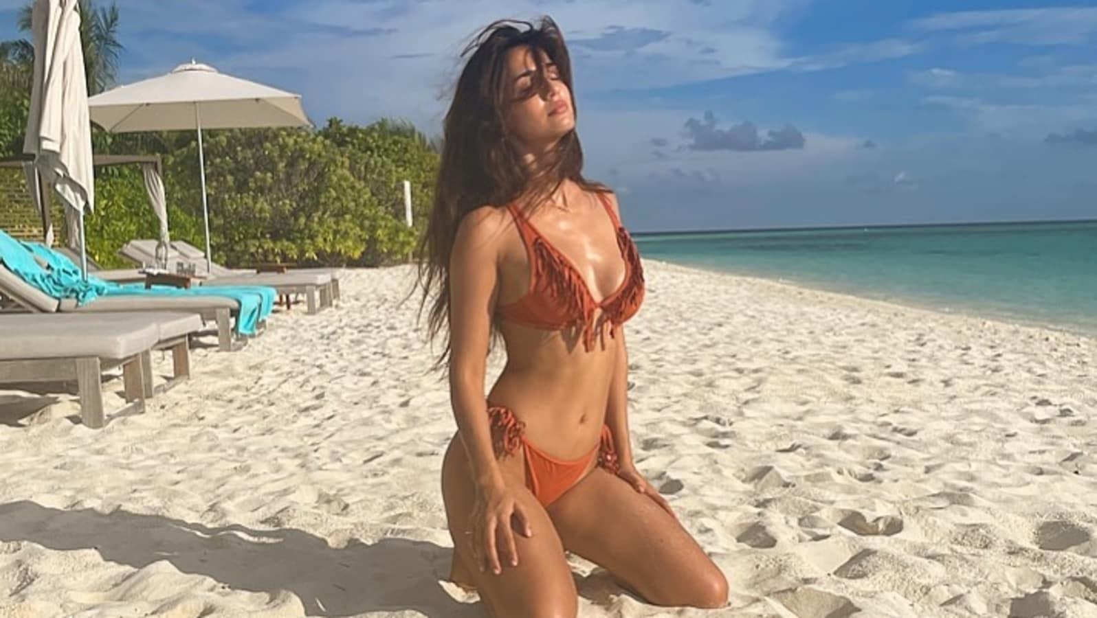 body Oiled bikini