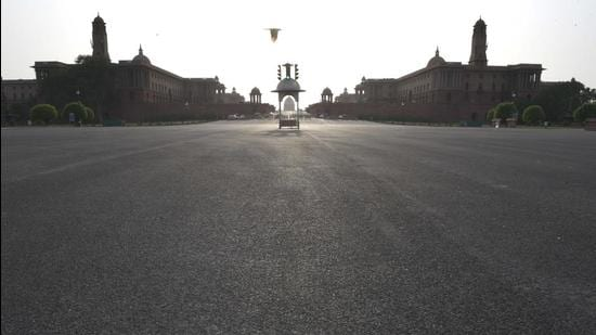 A deserted view of Vijay Chowk during lockdown in New Delhi. (Arvind Yadav/HT Photo)