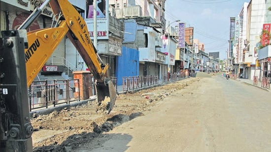 The work mainly includes laying of water and drainage lines on Laxmi road, Tilak road, Shivaji road, Bajirao road and Swargate area (HT PHOTO)