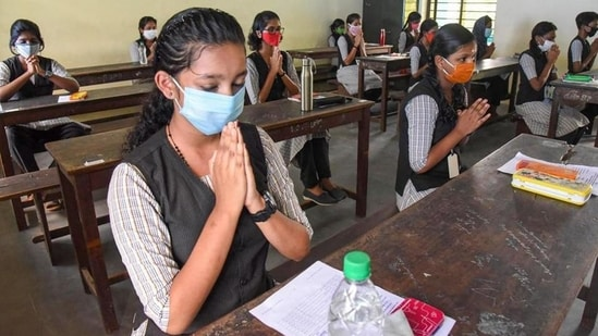 The general education department in Thiruvananthapuram said the exams would be conducted as per the original schedule and adequate precautionary measures have already been taken to ensure the safety of students, teachers and other staff.(HT file)