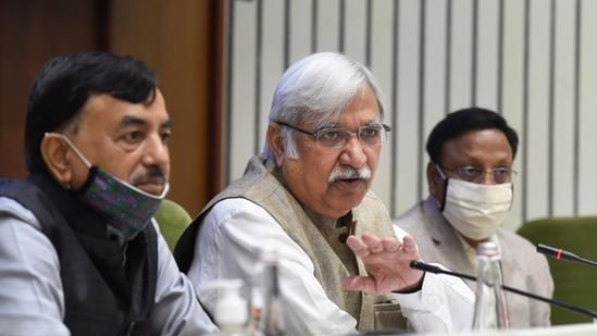 Former chief election commissioner Sunil Arora with the chief election commissioner Sushil Chandra (L) and election commissioner Rajiv Kumar (R). Chandra and Kumar have tested positive.(PTI)