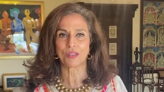 Shobha De asked people vacationing in exotic locales to refrain from sharing pictures.