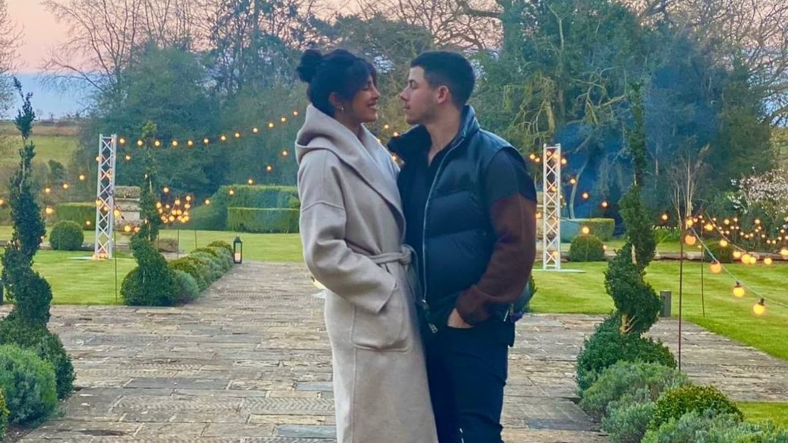 Priyanka Chopra shares a photo with Nick Jonas of the 'where time stands still', says she misses