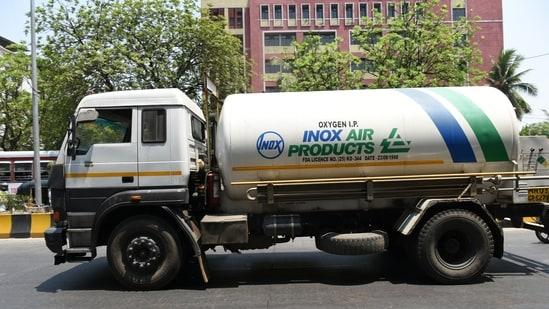 A truck transporting oxygen at Vashi in Navi Mumbai. (Bachchan Kumar/ HT PHOTO)