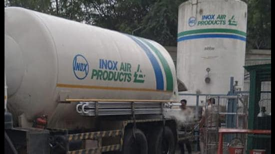 An oxygen tanker has arrived at Sir Ganga Ram Hospital. (Photo: Delhi Police)