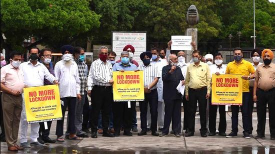 The Chandigarh Beopar Mandal protesting at Sector 17, Chandigarh, on Friday. (Keshav Singh/HT)