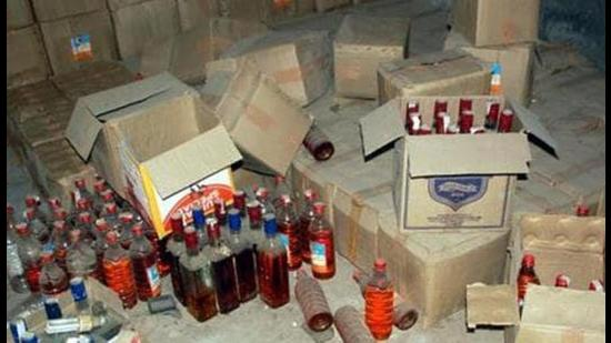 Police seized 33 boxes of illegal liquor from the smugglers. (Representational photo)