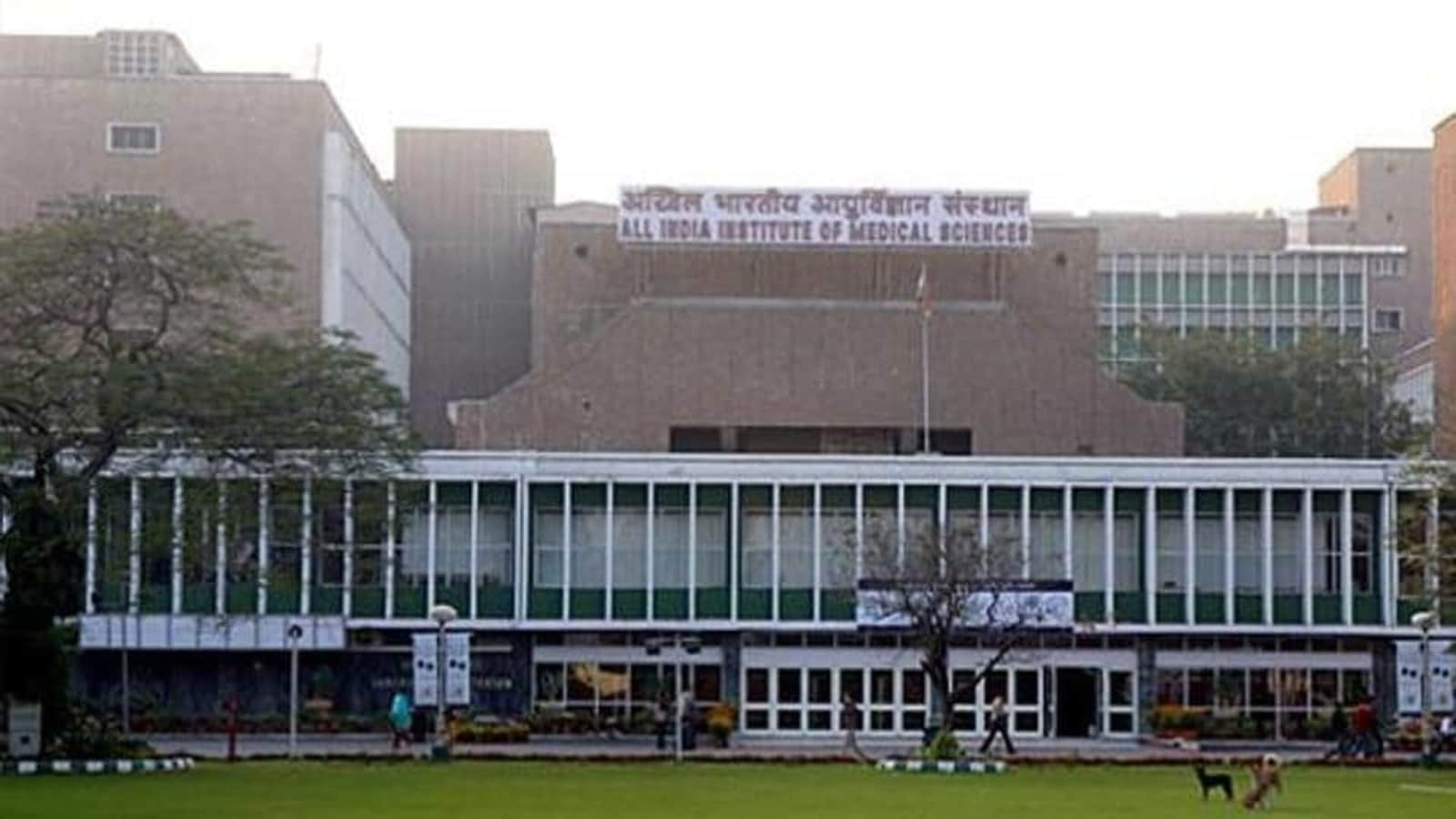 AIIMS Delhi reopens admissions to emergency ward after halting it for an hour | Latest News Delhi - Hindustan Times