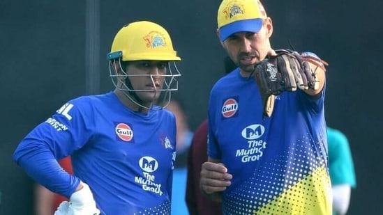 CSK captain MS Dhoni along with coach Stephen Fleming.(Twitter)