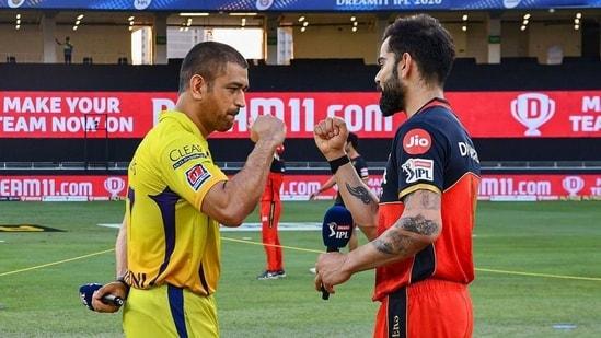 Chennai Super Kings (CSK) skipper MS Dhoni and Royal Challengers Bangalore (RCB) skipper Virat Kohli greet each other.(PTI)
