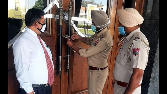 Police personnel sealing Three Palms Resort in Bathinda on Sunday. (Sanjeev Kumar/HT)