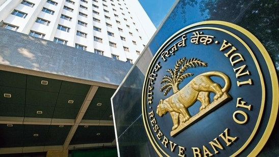 According to rating agency Icra, state-owned banks raised <span class='webrupee'>₹</span>12,000 crore and private banks raised <span class='webrupee'>₹</span>53,600 crore of equity capital in FY21.(Mint Archives)