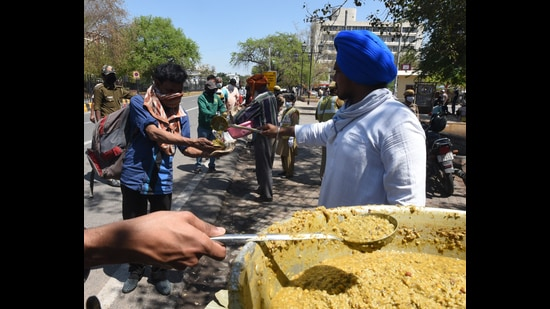 Many religious institutions have taken to serving meals to Covid-19 patients and the underprivileged, during the new Covid wave. (Photo: Sonu Mehta/HT)