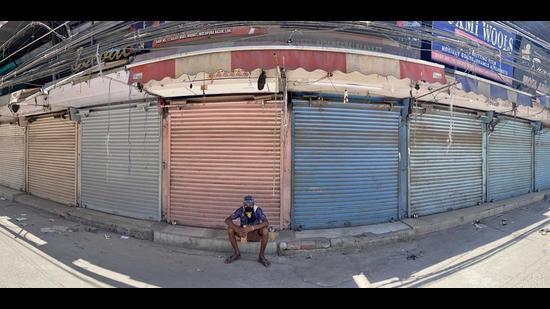Closed shops in Mochpura Bazaar in Ludhiana on Sunday. (Gurpreet Singh/HT)