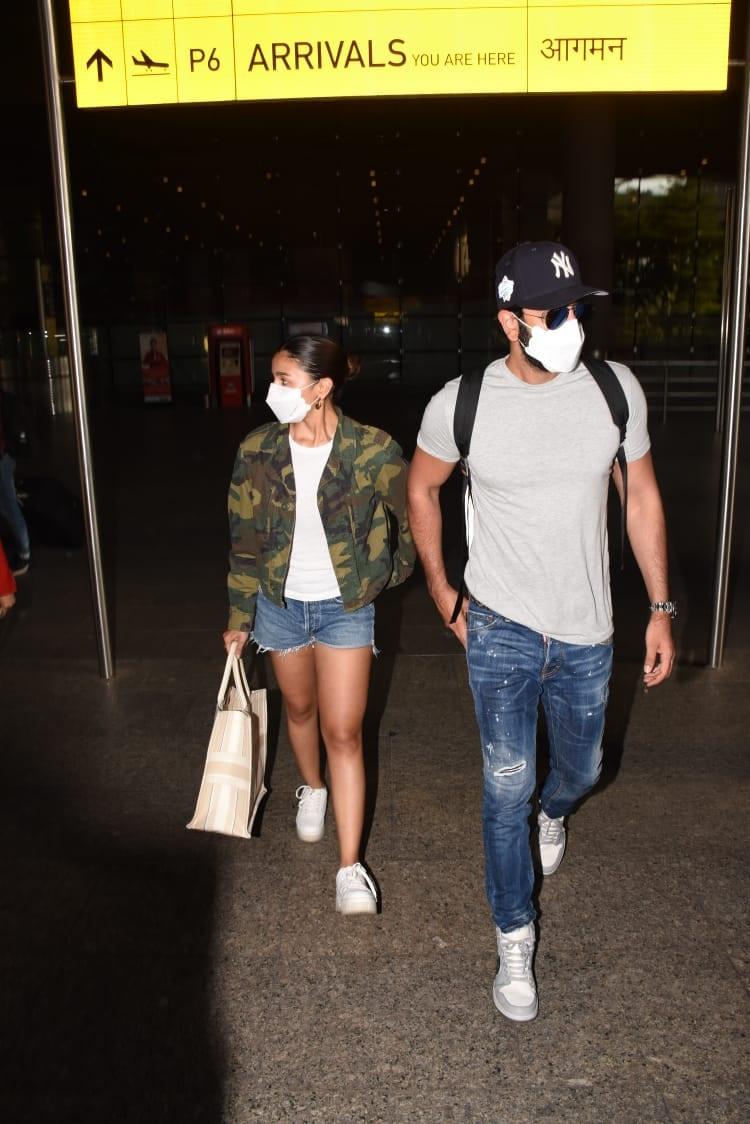 Alia Bhatt with Ranbir Kapoor at the airport,(Varinder Chawla)