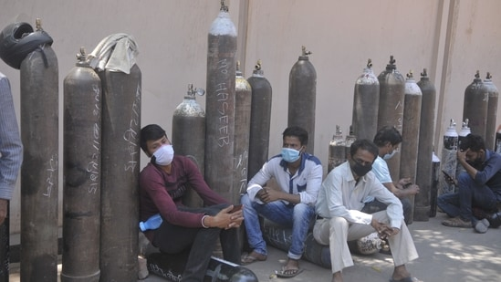 People waiting with empty cylinders to refill with medical oxygen at Talkatora oxygen plant in Lucknow, Uttar Pradesh, India on Monday April 26, 2021. (Photo by Deepak Gupta/Hindustan Times)