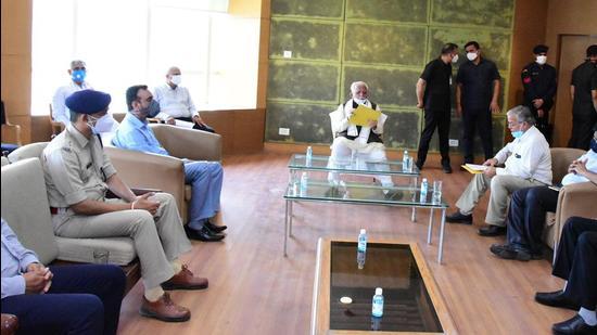 Haryana chief minister ManoharLal Khattar takes stock of arrangements at PGIMS, Rohtak, on Monday. (Manoj Dhaka /HT)