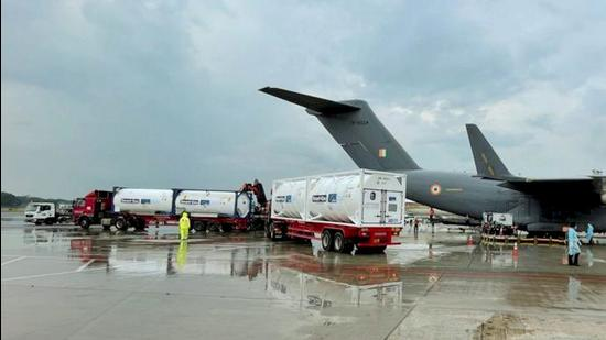 IAF C17 transport aircraft gearing up to airlift more empty oxygen containers from Singapore. (Twitter image posted by PIB/pti)