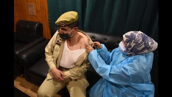 A cop getting a vaccine shot in Srinagar on Tuesday. (Waseem Andrabi/HT)