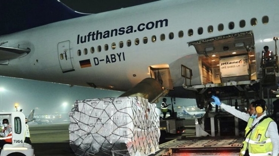 Flight from the UK with medical supplies (Image: twitter.com/MEAIndia)