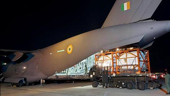 IAF C-17 airlifted 6 Cryogenic oxygen containers from Dubai airports and landed at the Panagarh Air Base. (ANI)