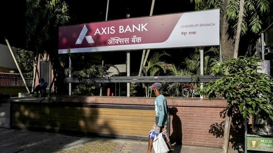 The bank reported a net profit of <span class='webrupee'>₹</span>2,677 crore in the three months to March 2021, compared with a loss of <span class='webrupee'>₹</span>1,388 crore in the same period last year.(Bloomberg)
