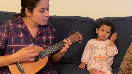 The image shows Anjana Madathil with her daughter.(Facebook/@Anjana Madathil)