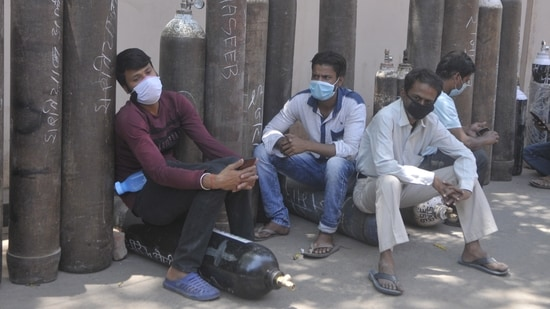 People waiting with empty cylinders to refill with medical oxygen at Talkatora oxygen plant in Lucknow, Uttar Pradesh on April 26, 2021. (Deepak Gupta/HT Photo)