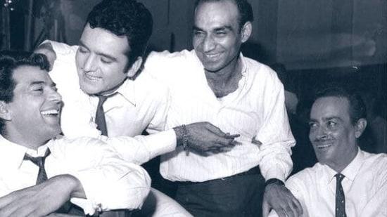 Dharmendra with Feroz Khan, Yash Chopra and Iftekhar.