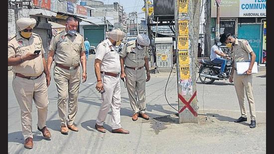 Cops investigating the crime scene in Pavittar Nagar in Ludhiana on Wednesday. (Gurpreet Singh/HT)