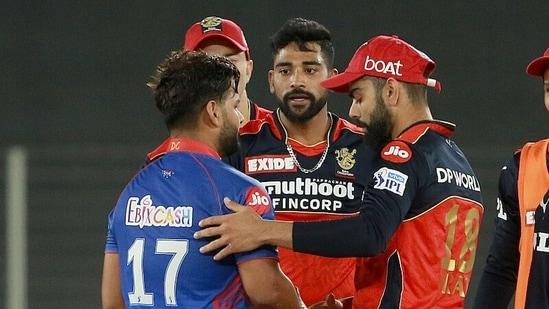 IPL 2021, DC vs RCB: Virat Kohli and Mohammed Siraj congratulating Rishabh Pant(IPL)