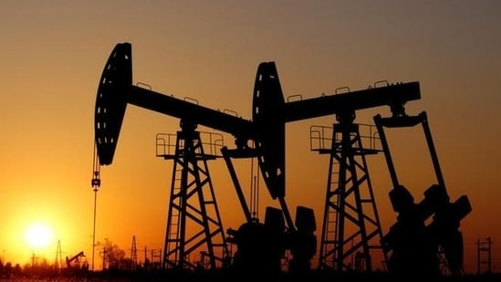 The American Petroleum Institute reported crude stocks rose by 4.319 million barrels in the most recent week, sources said, a bigger build than expected.(Reuters file photo)
