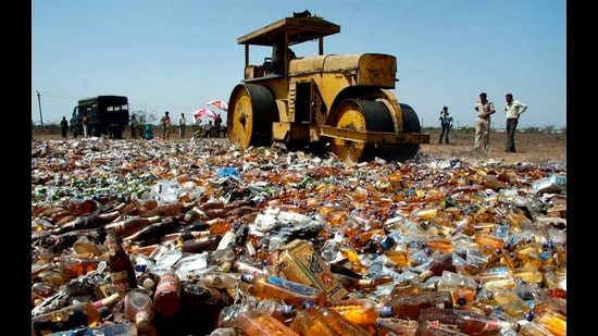 Illicit liquor being destroyed. Three districts saw 140 dead last year. (HT file)