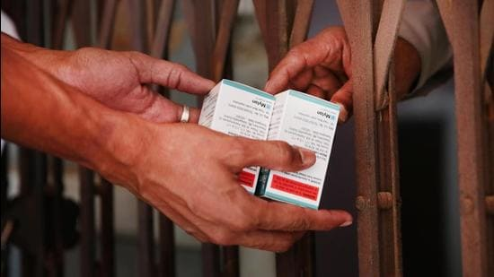 The Nagpur bench of the Bombay high court wants the Maharashtra government to come clean on the allocation of Remdesivir vials for different districts. (HT Photo/Himanshu Vyas)