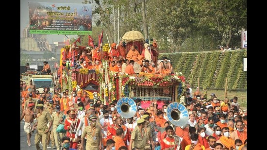 Niranjani Akhada goes for shahi snan at Mahakumbh. (Rameshwar Gaur/HT photo)