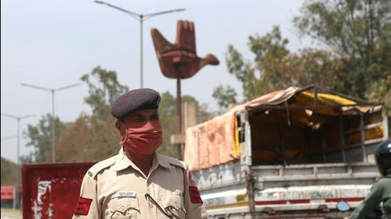 The daily positivity rate in Chandigarh and Mohali remained constant at 21% and 19%, respectively. (HT File Photo)
