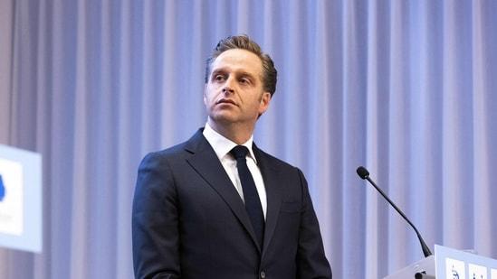 Health Minister Hugo de Jonge announced late Wednesday that the CoronaMelder app will stop sending warnings for 48 hours. (AFP)