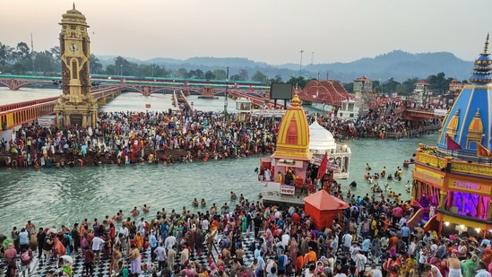 Devotees gather to offer prayers during the third 'Shahi Snan' of the Kumbh Mela 2021, at Har ki Pauri Ghat in Haridwar, Wednesday.(PTI)