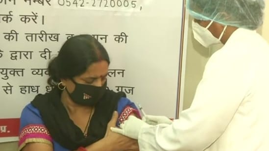 A health worker administers Covid-19 vaccine to a woman in Uttar Pradesh's Varanasi. (ANI file photo)