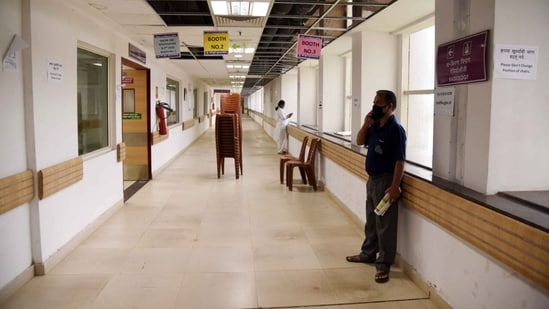 The government is concerned about the availability of the desired stock even by the end of May. In picture - A deserted vaccination centre at ESIS Hospital Vashi in Navi Mumbai due to shortage of vaccines on Thursday.(HT Photo)